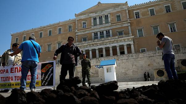 Διαμαρτυρία με λιγνίτη μπροστά από τη Βουλή
