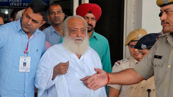 السجن المؤبد لمعلم روحاني هندي لاغتصابه فتاة مراهقة