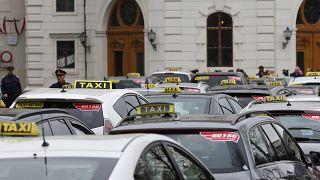 Taxis bei einem Anti-Uber-Protest in Wien 2016