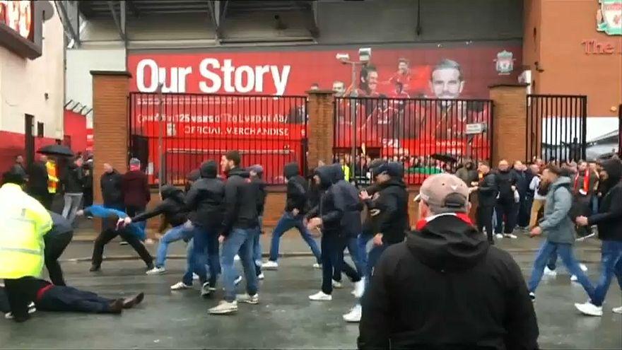 شاهد: اشتباكات ضارية بين جماهير روما وليفربول