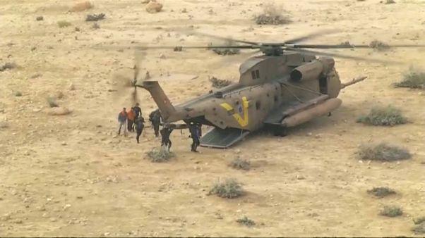 Enchentes no deserto matam duas pessoas