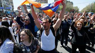 Υποστηρικτές του ηγέτη της αντιπολίτευσης Πασινιάν στους δρόμους του Ερεβάν