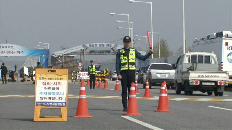 كيم جون أون أول زعيم لكوريا الشمالية يجتاز خط الهدنة بين الكوريتين