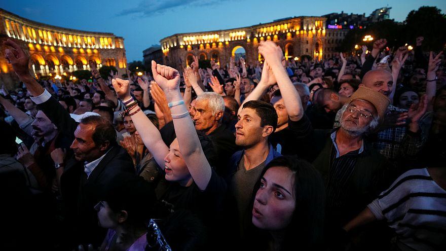 Arménie : manifestation de soutien à Nikol Pachinian, la crise politique s'aggrave