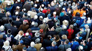 Almanya'da antisemitizme karşı kipalı protesto