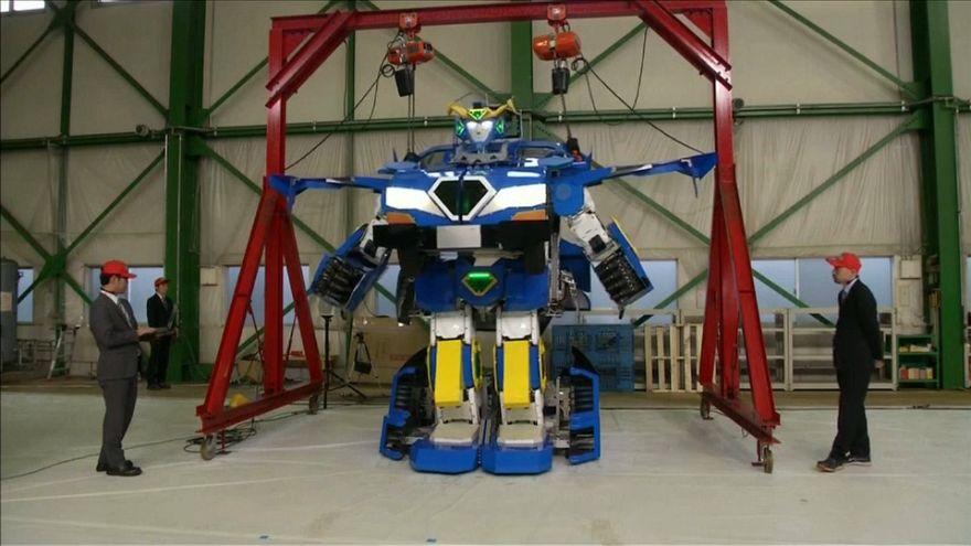 من وحي الخيال العلمي: روبوت يتحول إلى سيارة مأهولة في دقيقة واحدة