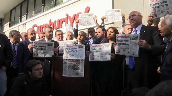 Cárcel para 15 periodistas turcos