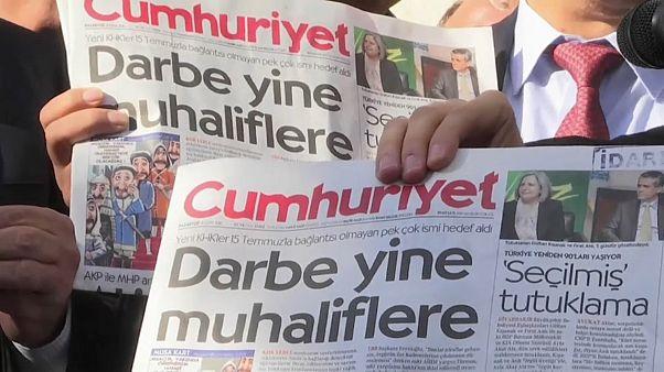 """""""Cumhuriyet""""-Mitarbeiter verurteilt, aber auf freiem Fuß"""