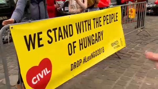 Евросоюз снова давит на Венгрию