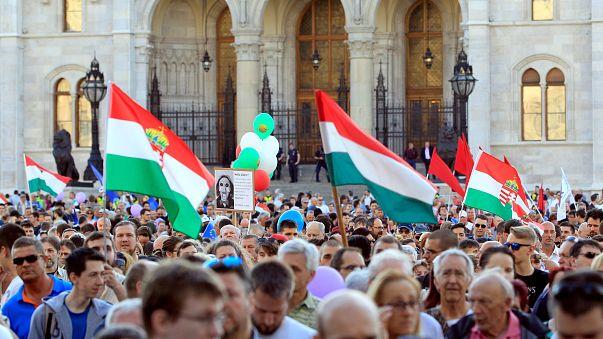 """""""Conjunto de mentiras"""", diz MNE da Hungria sobre relatório europeu"""