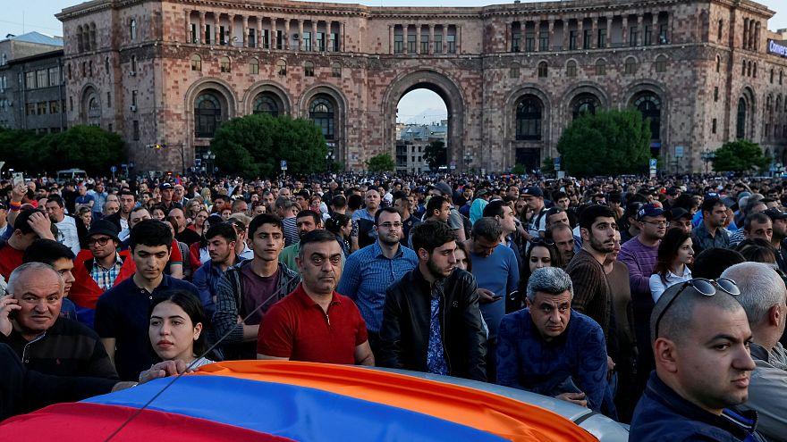 Ermenistan'da eylemler Sarkisyan'ın istifasına rağmen sürüyor