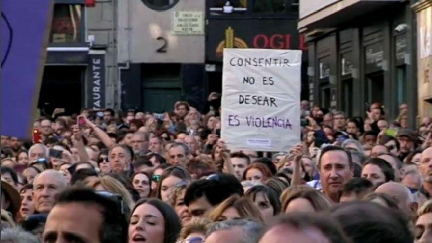 Spagna: per il giudice non fu stupro, proteste