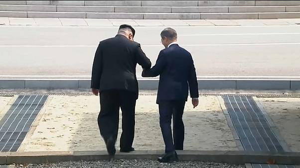 لحظة تاريخية.. زعيم كوريا الشمالية يتجاوز خط الهدنة العسكري نحو الجنوب في قمة كسر الجليد