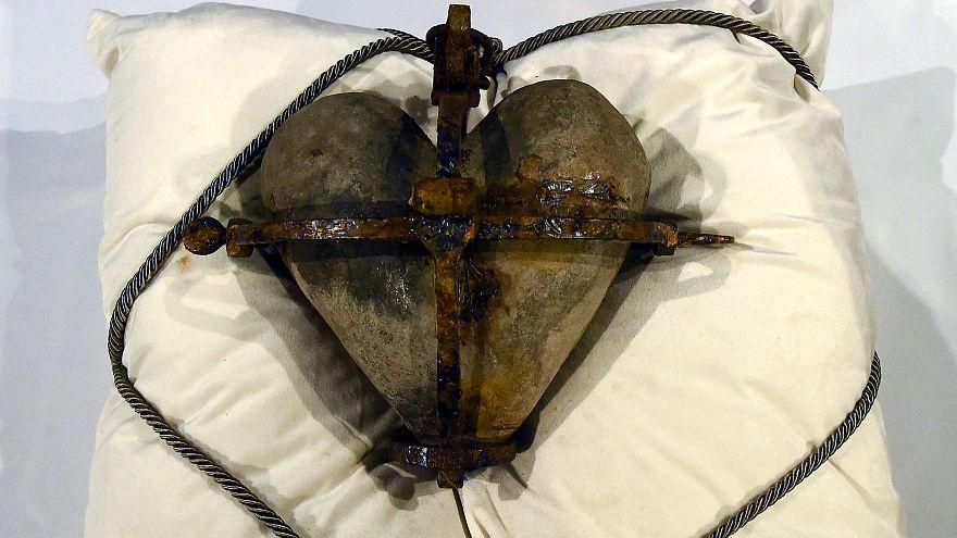 838 éves ereklyét loptak el, majd adtak vissza az íreknek