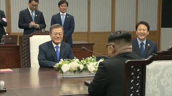Sonrisas y fideos fríos entre las dos Coreas
