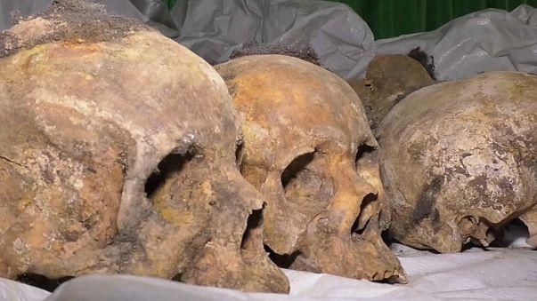 Ruanda: scoperte fosse comuni con oltre 2mila corpi