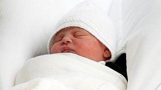 A Lajos Artúr Károly neveket kapta a brit Vilmos herceg és Katalin újszülött fia