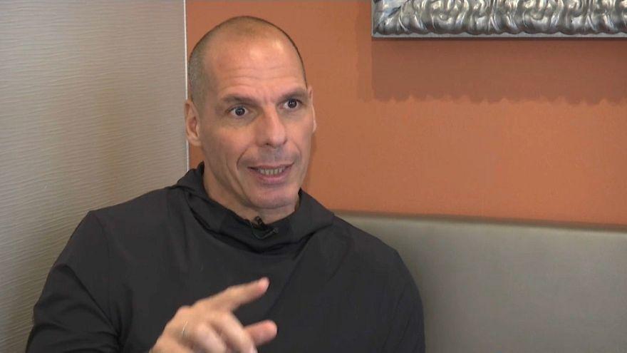 """Varoufakis kritisiert Juncker: """"Viele Griechen verdienen 380 € pro Monat - brutto"""""""