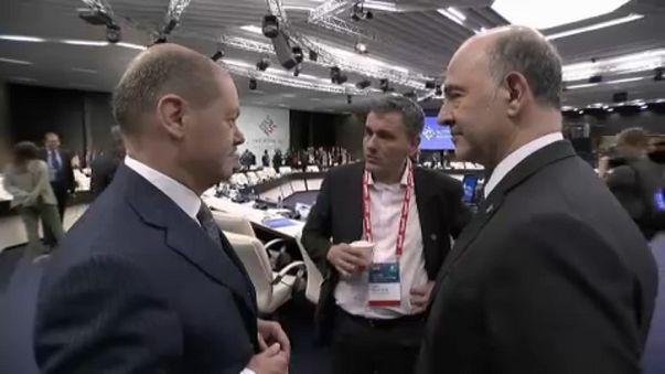 Еврогруппа учит Грецию обходиться без помощи