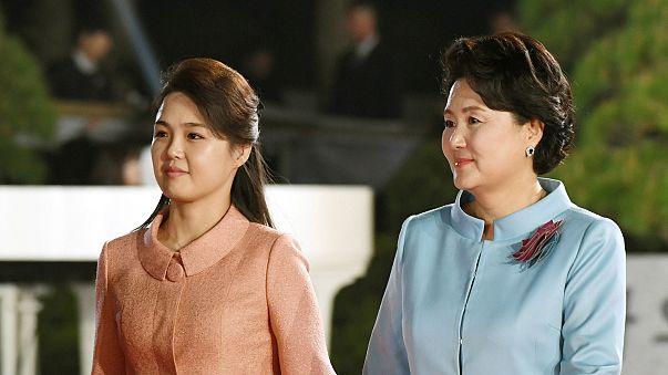Las primeras damas de las dos Coreas también dan el do de pecho