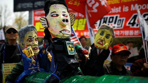 Caricaturas e cartazes contra Pyonyang num protesto em Paju
