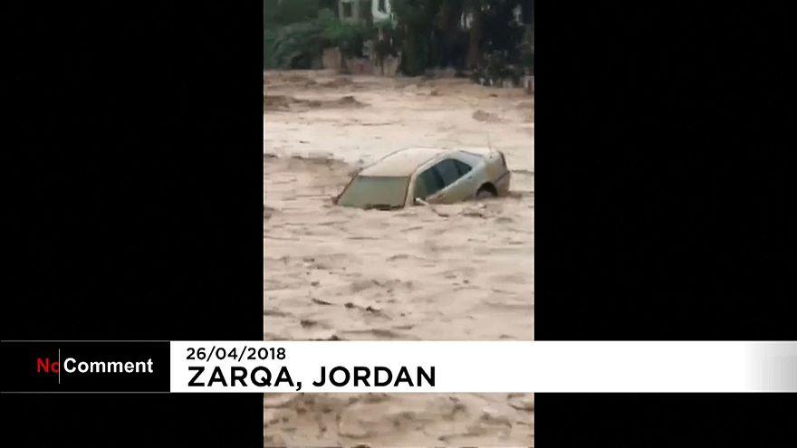 Impresionantes inundaciones en Jordania
