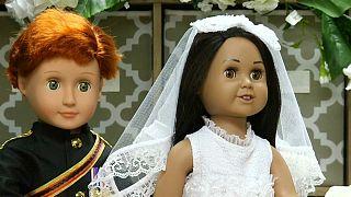 گلچین ویديوهای بدون شرح هفته؛ از بالن خورشیدی تا عروسکهای ازدواج شاهزاده هری