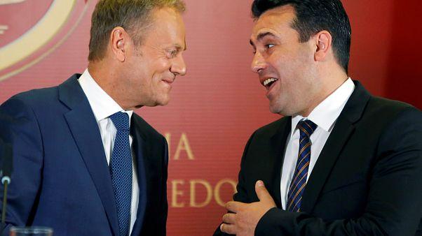 Ο πρόεδρος του Ευρωπαϊκού Συμβουλίου Τουσκ με τον πρωθυπουργό της πΓΔΜ Ζάεφ