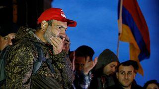 Ermenistan halkı topyekün değişimde ısrarlı