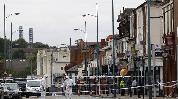 بريطانيا تحقق في علاقة محتملة بالإرهاب لحادث سيارة خارج مسجد