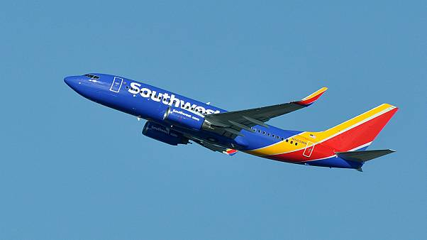 راكبة تقاضي شركة ساوث وست إيرلاينز بسبب انفجار محرك طائرتها