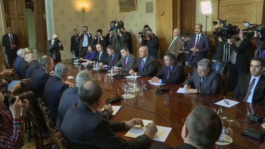 Rus, İran ve Türk dışişleri bakanları Moskova'da bir araya geldi