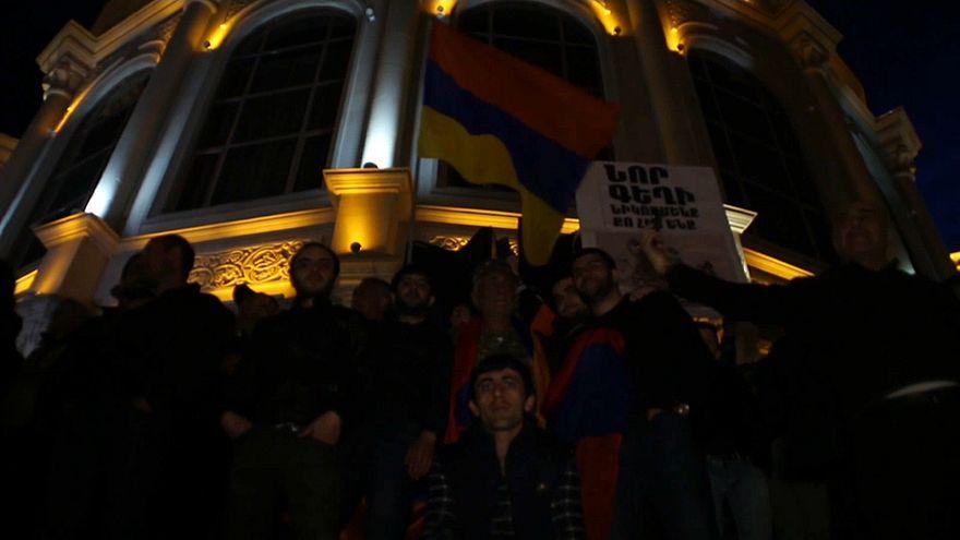 Opposition protestiert weiter