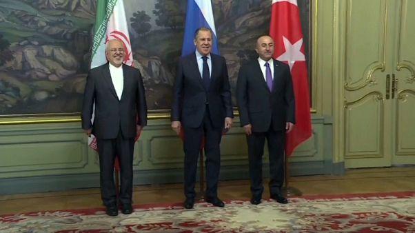 """""""L'intervento militare in Siria è illegale"""": al vertice di Mosca accuse alle potenze occidentali"""