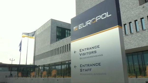 """Europol: """"Ridotta la propaganda web dell'Isis"""""""