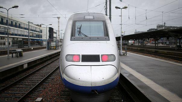 Fransa'da devam eden demiryolu grevleri ulaşımı olumsuz etkiliyor