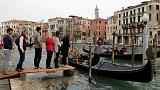 Turistas com vida difícil neste fim de semana grande em Veneza