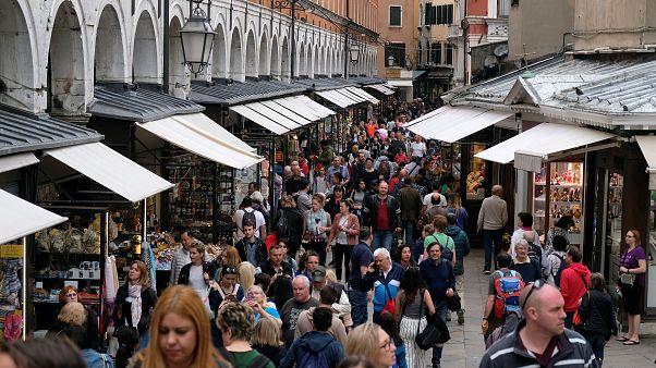 Des portiques pour contrôler le flot de touristes à Venise