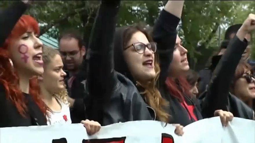 Spanien protestiert weiter gegen Missbrauchsurteil