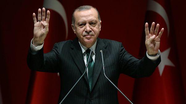 إردوغان يتعهد بهزيمة المعارضة العلمانية في الانتخابات