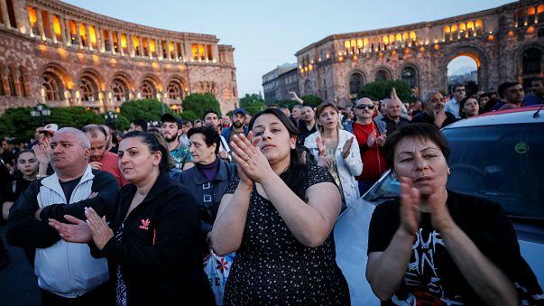 Gösterilerle sarsılan Ermenistan'da hayat normale dönüyor