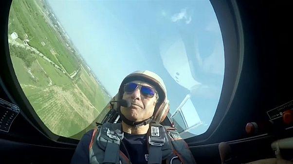 Aerobatic stunts awe spectators at central China air show