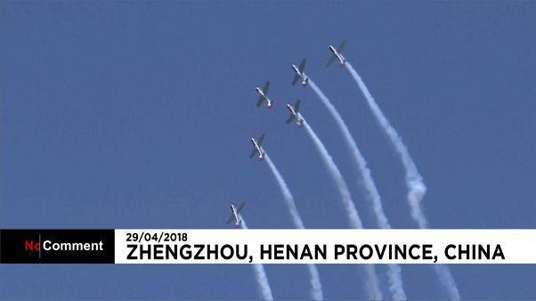 Beeindruckende Stunts bei der Zhengzhou Airshow