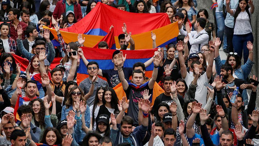 Armenien: Protestwelle ebbt nicht ab