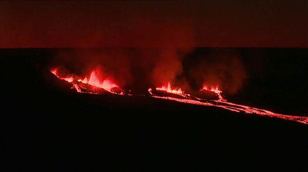 """شاهد: الحمم تندفع من بركان """"ذروة الفرن"""""""
