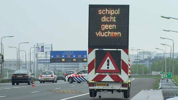 Schiphol'de uçuşlar felce uğradı