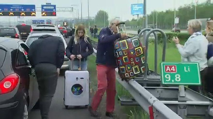 Káosz az amszterdami repülőtéren
