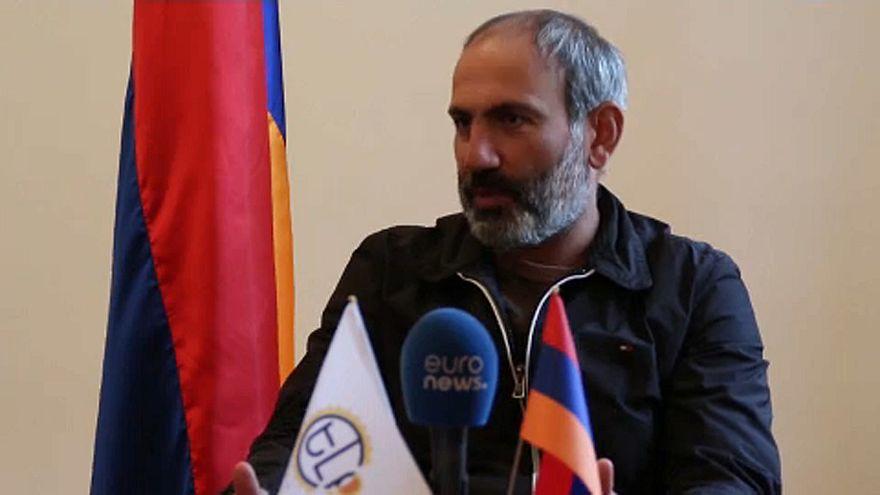 Bizakodik az örmény ellenzék