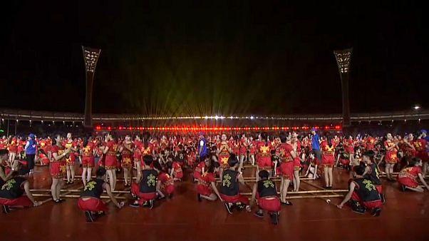 اجرای رقص بامبو با حضور ۱۱ هزار رقصنده در چین