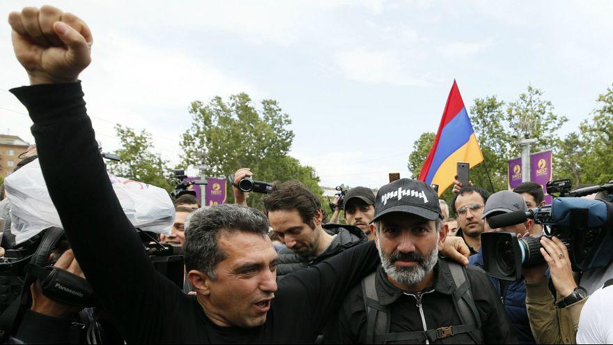 """Pashinyan assume-se como """"o candidato do povo"""" e pode ser o eleito"""